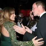 Von Jennifer Lopez und ihremgrünen Glamour-Look sind Prinz William und Herzogin Catherine bei einem BAFTA-Event in L.A. im Juli 2011 gleichermaßen begeistert.