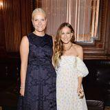 Prinzessin Mette-Marit und Sarah Jessica Parker feiern die amfAR Inspiration Gala 2014 in ganz unterschiedlichen Abendkleidern. Bezaubernd sehen aber beide aus.