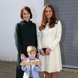"""Während ihrer Schwangerschaft mit Charlotte besucht Herzogin Catherineim März 2015 die Dreharbeiten der Erfolgsserie """"Downton Abbey"""", und Schauspielerin Michelle Dockery kann im dunkelgrünen Mantel mit Kates eleganter Erscheinung locker mithalten."""