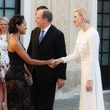 Schauspielerin und Sängerin Kat Graham begegnet der strahlenden Fürstin Charlène beim Monte Carlo TV Festival im aufreizenden Spitzen-Look.