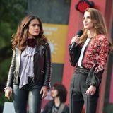 Beim Global Citizen Festival 2015 stehen Salma Hayek undRania von Jordanien gemeinsam auf der Bühne. Und selbst ohne Dresscode sieht man dabei sofort, wer dieKönigin ist.