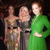 Die Filmfestspiele in Cannes sind der perfekte Ort, um auf festlich gestylte Hollywood-Stars wie Salma Hayek oder Jessica Chastain (r.) zu treffen, natürlich auch für Charlotte Casiraghi und andere Mitglieder der Fürstenfamilie von Monaco.