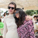 Monegassin Charlotte Casiraghi und Salma Hayek kennen und mögen sich gerne, nicht zuletzt wegen ihrer gemeinsamen Vorliebe für die Luxus-Looks von Gucci.