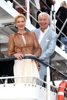 21. August 2018   Grit Weiss und ihr Gatte, der Medien-Psychologe Jo Groebel grüßen vom Deck der MS-Princess.