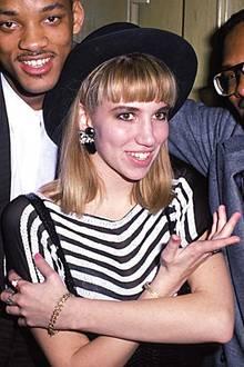 Ende der Achtziger Jahregehörte Teenie-Star Debbie Gibson trotz ihres jungen Alters, sie ist 1970 geboren, zu den Großen der Popwelt. In den Neunzigern wurde es dann aber schnell still um sie, und sie wandte sich dem Filmbusiness zu, allerdings eher mit mittelmäßigem Erfolg.