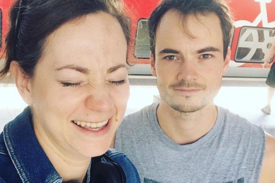 """Christin Balogh (l.) und Michael N. Kühl spielten zwei Jahre lang Seite an Seite bei """"Sturm der Liebe"""". Ein gemeinsames Selfie veröffentlichte Balogh am 9. August 2018 auf Instagram"""
