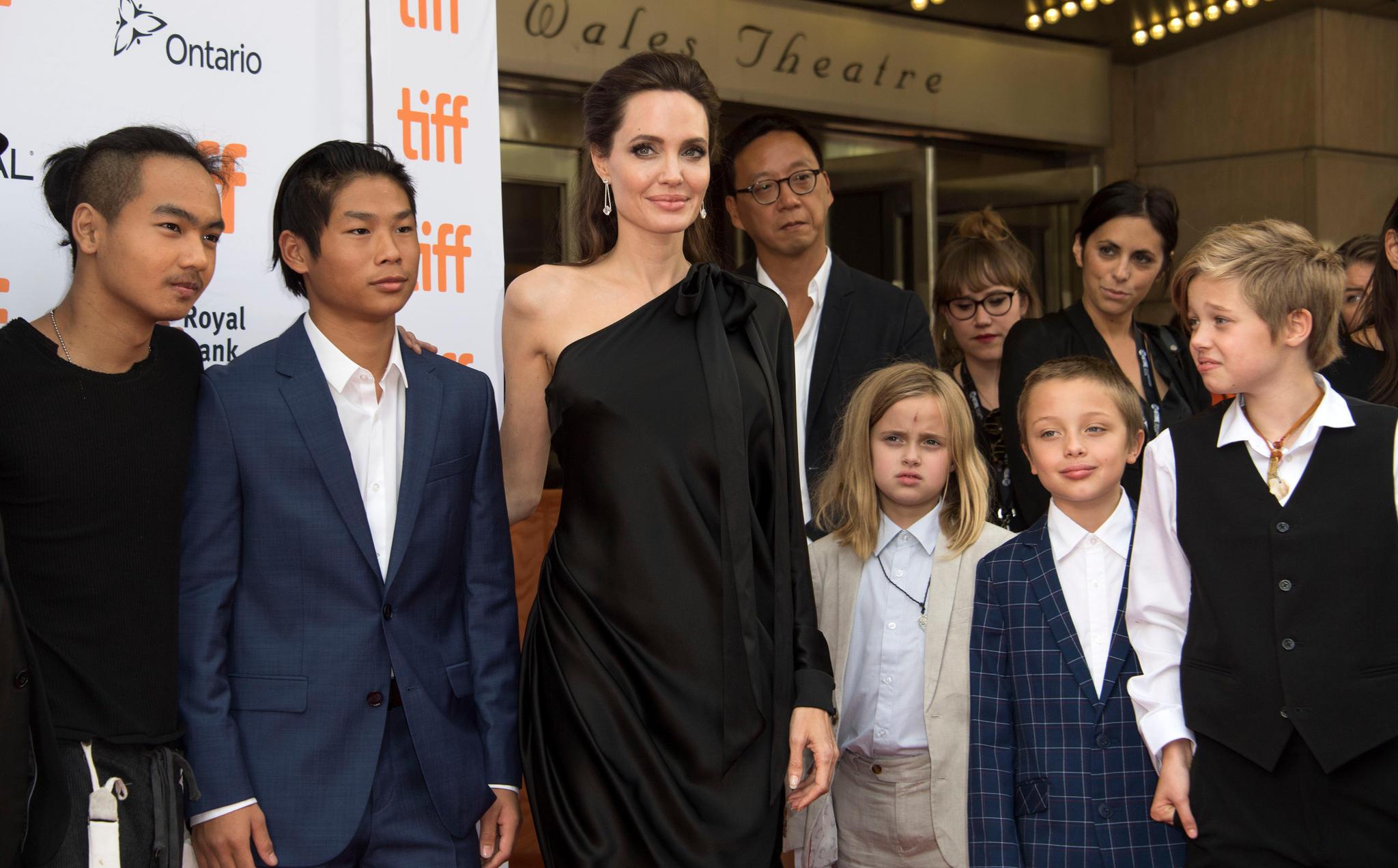 Angelina Jolie mit ihren KindernMaddox Chivan Jolie-Pitt, Pax Thien Jolie-Pitt, Vivienne Marcheline Jolie-Pitt, Knox Leon Jolie-Pitt