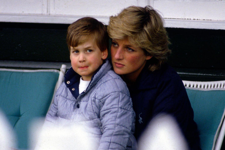 Prinz William und seine Mutter Prinzessin Diana (†) im Mai 1987 bei einem Polo-Spiel