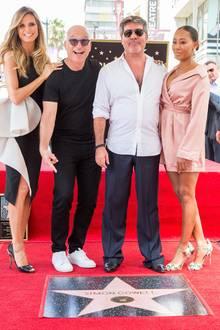 """22. August 2018  Musikmogul Simon Cowell lässt sich bei der Enthüllung seines Sterns auf dem Walk of Fame gebührend feiern. Da dürfen die Jurykollegen der amerikanischen Erfolgsshow """"America's Got Talent"""" Heidi Klum und Mel B natürlich nicht fehlen."""