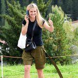 Daumen hoch für dieses stylische Freizeit-Outfit von Michelle Hunziker. Die hübsche Blondine ist mit ihrer Familie in San Cassiano, in Italien unterwegs. Das Tagesprogramm? Ziemlich sportlich! Doch Michelle weiß sich auch in dieser Situation stets stilsicher zu kleiden.