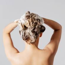 """Autsch"""": Frau verliert beim Duschen Ehering - plötzlich muss sie ins Krankenhaus"""