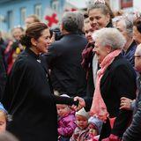 23. August 2018  Fröhlich begrüßt Kronprinzessin Mary die wartenden Fans inTórshavn.