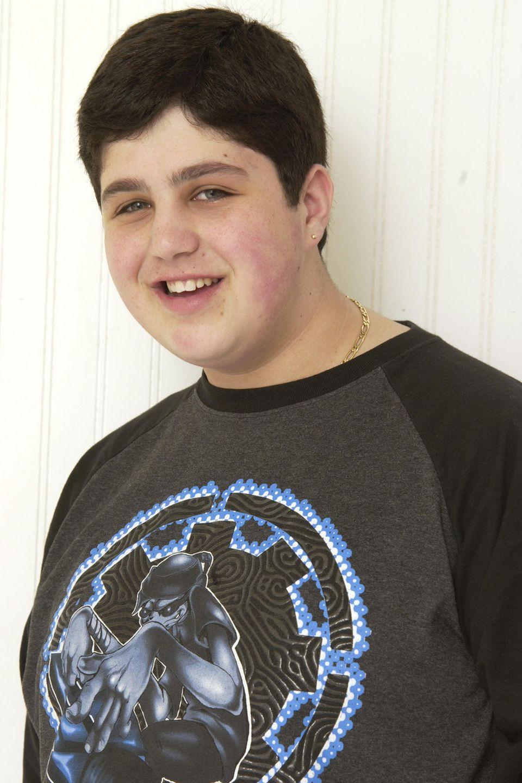 """Von 2004 bis 2007 ist Josh Peck einer der zwei Hauptcharaktere in der Erfolgssitcom """"Drake & Josh"""". Als übergewichtiger Teenager startet er hier seine Karriere und gewinnt sofort die Herzen aller Zuschauer."""