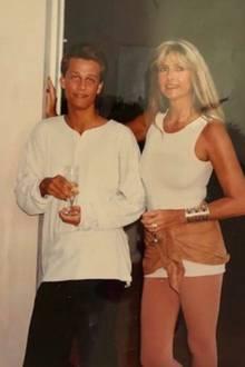 25. August 2018  Wayne Carpendale schwelgt mit seinen Fans in Nostalgie: Auf seinem Instagram-Account hat er ein Foto aus dem Jahr 1990 gepostet. Darauf abgebildet ist ein jugendlicher, bartloser Wayne und seine schöne Mutter Claudia Herzfeld.