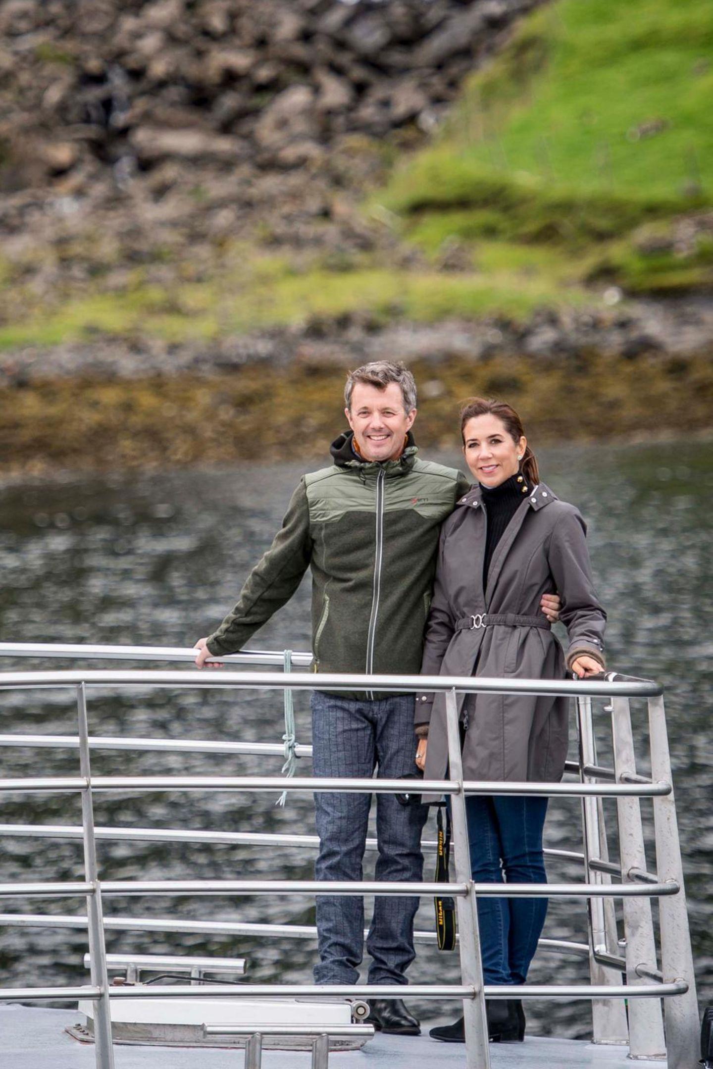 25. August 2018  Ein royales Traumpaar: Prinz Frederik und Prinzessin Mary posierenbei einer Segeltour.