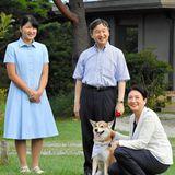 25. August 2018  Prinzessin Aiko, Kronprinzessin Masako und Kronprinz Naruhito mit Hund Yuri beim Spaziergang im Garten des Kaiserlichen Anwesens in Nasu.