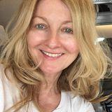 """Moderatorin Frauke Ludowigist komplettungeschminkt. Und genau mit diesem natürlichen Look trifft sie bei ihren Instagram-Followernins Schwarze! Mit Kommentaren wie: """"Auch ungeschminkt eine tolle Moderatorin"""" oder """"Du bist auch ohne Make-up eine tolle Frau"""",bestärken sie die Moderatorin. Frauke selbst schreibt unter ihr Foto: """"Ohne Schminke, man fühlt sich nicht so geschützt, ist ein bisschen verletzbarer, mancher geht nie ohne Make-up aus dem Haus!"""" Wir finden so viel Natürlichkeit super!"""