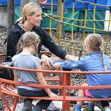 25. August 2018  Auf dem Spielplatz dreht Michelle Hunziker mit ihren Töchtern Celeste und Sole so richtig auf.