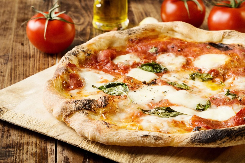 Die Pizza genießt weltweite Beliebtheit.