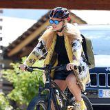 Als Mutter geht für Michelle Hunziker die Sicherheit auf dem Fahrrad ganz klar vor. Deshalb hat sich die Blondine einen schicken Helm besorgt.