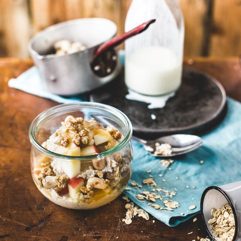 Overnight Oats mit Buttermilch und Knuspermüsli - nur eine von vielen Rezept-Ideen, die die Meisterköche von Foodboom entwickeln. Einfach lecker!