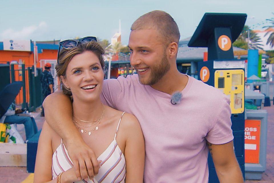 Vertraut schlendern Filip und Nadine durch die Straßen von Curaçao.