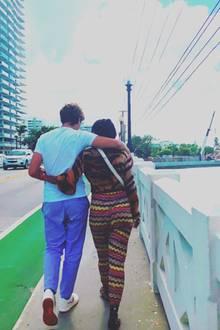 28. August 2018  Arm in Arm spazieren Elias und Barbara Becker durch die Stadtlandschaft.