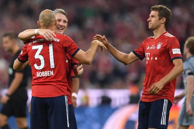 Noch ein Zeichen des Respekts: Alle Bayern-Spieler tragen die Nummer von Bastian Schweinsteiger auf dem Rücken.