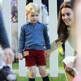 """Dass der junge Royal fast ausschließlichShorts trägt, hat seinen Grund: Es ist eineTradition, dass Jungs aus der königlichen Familie oder der britischen """"Upper Class"""" sich so kleiden. """"Das ist typisch englisch"""", verrät ein Experte gegenüber Harpersbazaar.com. """"Hosen sind für alte Männer, während die Jungen Shorts tragen."""""""
