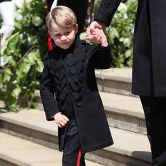 Prinz George schon ganz erwachsen: Bei der royalen Hochzeit von Prinz Harry und Meghan Markle im Mai 2018 trägt der Mini-Royal eine Gehrock-Uniform und zieht mal wieder alle Blicke auf sich.