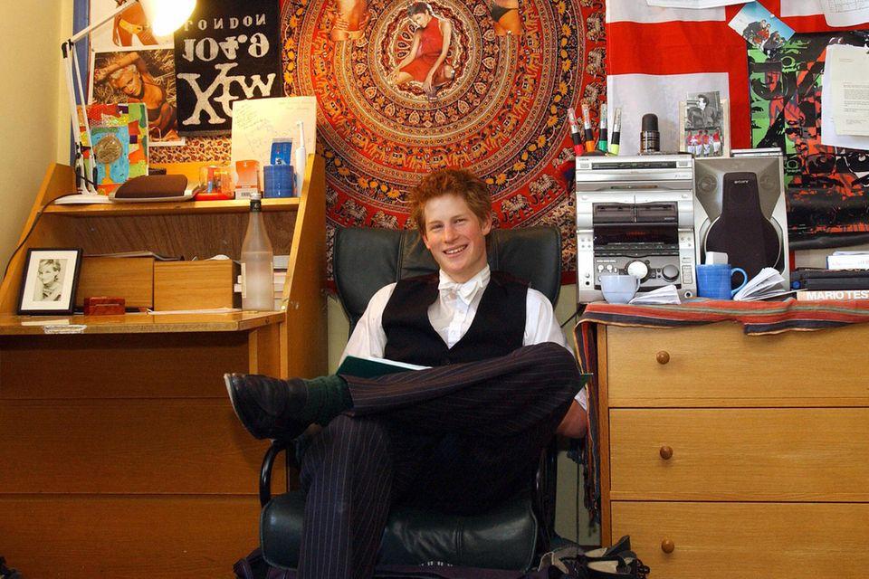 Prinz Harry ganz stolz: Er gewährt private Einblicke in sein Zimmer am Eton College.
