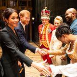 """29. August 2018  Herzogin Meghan und Prinz Harry beim Gala-Abend des Musicals """"Hamilton"""": Das royale Traumpaar lässt es sich nicht entgehen, das Ensemble näher kennenzulernen."""