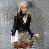 Mit rosa gefärbten Haaren möchte Fernanda Ly wohl aus der Casting-Masse hervorstechen. Ob es ihr gelingt, die Jury von ihrem Look zu überzeugen?