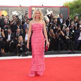 Strahlend schön präsentiert sich Naomi Watts auf dem Roten Teppich.
