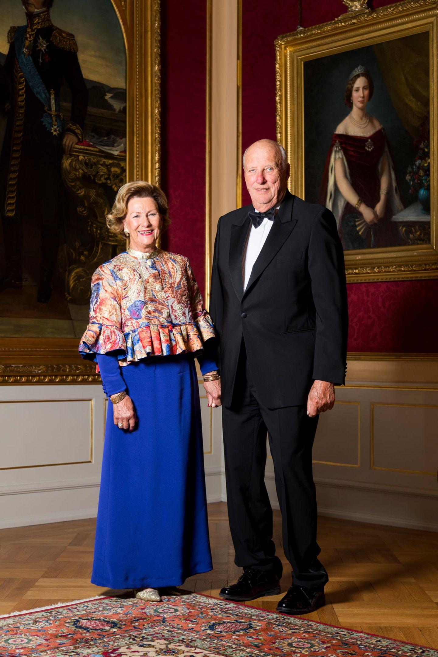29. August 2018  Königin Sonjaund König Harald haben sich anlässlich des Fotoshootings zur Goldenen Hochzeit herausgeputzt.