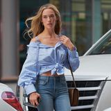 """Hannah Ferguson ist in der Model-Branche kein unbeschriebenes Blatt:Sie wurde bereits mehrmals für die """"Sports Illustrated Swimsuit Issue"""" abgelichtet und versucht nun auch bei dem amerikanischen Erfolgs-Label als Nachwuchs-Engel ihr Glück. In Skinny-Jeans und Oversize-Bluse geht es auch für sie zum Casting nachNew York CIty."""