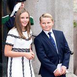Für den Festgottesdienst anlässlich der goldenen Hochzeit von Königin Sonja und König Harald putzt sich das norwegische Königshaus so richtig heraus. Auch die Enkel, Prinzessin Ingrid Alexandra und Prinz Sverre Magnus, machen sich für die Feierlichkeiten schick. Doch Moment mal: Ingrid Alexandra tanzt mit ihrer legeren Schuhwahl ordentlich aus der Reihe ...