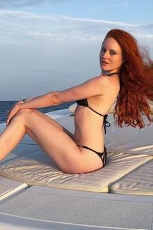 Wow! Model und Ex-GNTM-Gewinnerin Barbara Meier macht eine Wahnsinns-Figur auf dem Boot.Mit ihrer roten Haarpracht erinnert sie uns ein wenig an Disneys Arielle. Das einzige was Barbara nochfehlt, ist eine Schwimmflosse. Mit ihremAgent Provocateur Bikini nehmen wir allerdings auch sehr gerne Vorlieb.