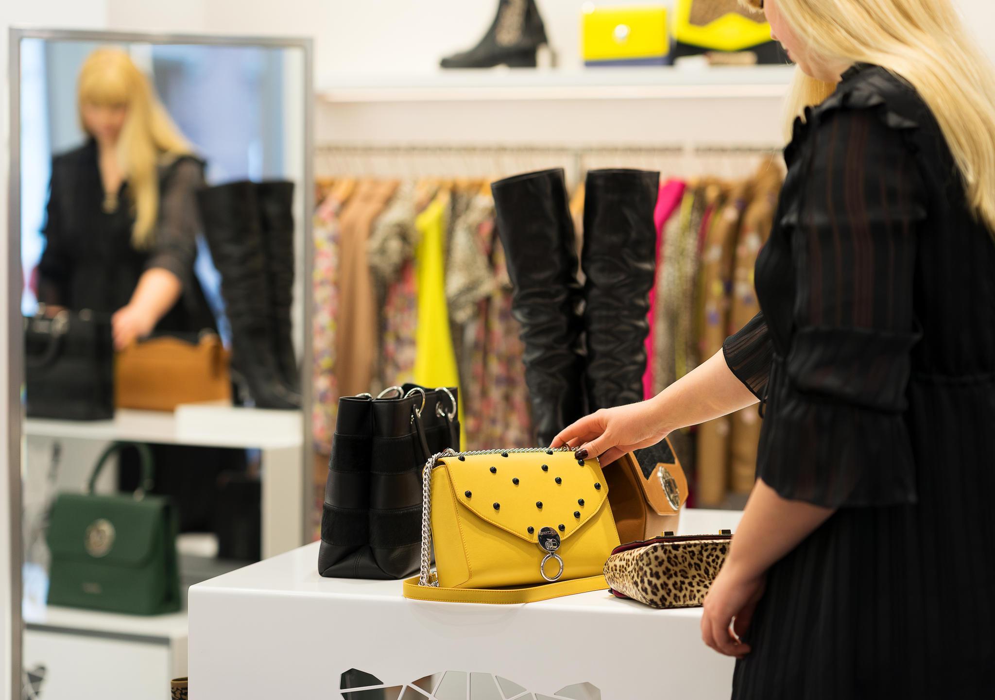 Eine gelbe Handtasche? Warum nicht!