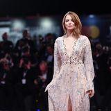 Ein wahrer Star auf dem Roten Teppich: Emma Stone versprüht Glamour beim Film Festival.
