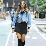 Auch das deutsche Model Lorena Rape ist unter den Castingbewerbern. In schwarzen Overknees, kurzem Rock und Jeansjacke beweist sie nicht nur Stilsicherheit, sondern auch, dass sie selbst die Straßen New Yorks zu ihrem Catwalk machen kann.