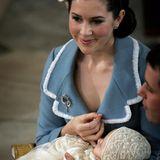 Auch bei der Taufe ihres ersten Kindes im Jahr 2005 hat die Frau von Kronprinz Frederik das cremefarbene Accessoire auf dem Kopf.