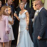 Für Joanna Krupa ist es nicht die erste Hochzeit: In einem schlichten weißen Kleid mit V-Ausschnitt und engem Rock im Meerjungfrauenschnitt gibt sie Douglas Nunes das Jawort.