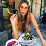Stylisch Lunchen? Für Stefanie Giesinger kein Problem! Das Model lässt sich ihren Salat so richtig schmecken.