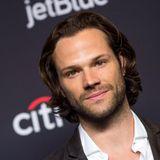 """Supernatural""-Star Jared Padalecki im Surfer-Style"