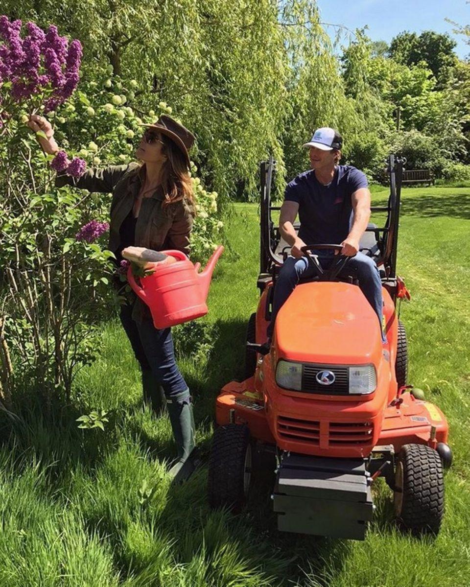 Auch die Blumen und der Rasen werden von Cindy Crawford und Rande Gerber liebevoll gepflegt.