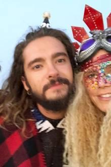 Wenn auch nur zur Hälfte zeigt Heidi Klum ihren Instagram-Fans auch noch, wie ungewöhnlichihr eigener Burning-Man-Look aussieht: Mit krisseliger Mähne, Steampunk-Kreuz-Krone und vielen bunten Pailletten im Gesicht war sie nämlich selbst kaum zu erkennen.