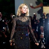 Schauspielerin Naomi Watts funkelt mit den Lichtern der Kameras um die Wette.