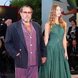 Einen echten Fashion-Fauxpas leistet sich Julian Schnabel im lilafarbenen Pyjama-Look, der nicht mal farblich mit dem waldgrünen Kleid seiner Freundin Louise Kugelberg zusammenpasst.