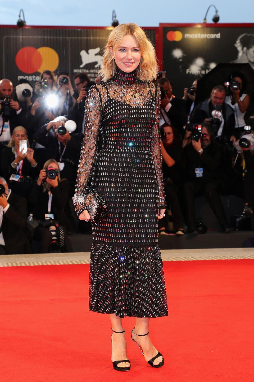 """Einen richtigen Glamourauftritt hat Naomi Watts bei der Vorführung von """"At Eternity's Gate'"""" im schwarz glitzernden Dolce&Gabbana-Kleid."""